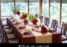 壺中庵 | ご婚礼 | 料亭披露宴・お食事会 Japanese Wedding, Wedding Coordinator, Wedding Table, Floral Arrangements, Wedding Flowers, Table Settings, Reception, Bouquet, Restaurant