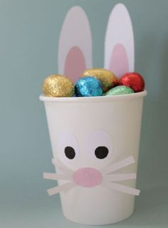 im Pappbecher mit wenig Bastelaufwand diy kids crafts Easter Bunny Egg Cup - tiny & little Easter Crafts For Adults, Easter Crafts For Kids, Kids Diy, Easter Bunny Eggs, Easter Art, Hoppy Easter, Bunnies, Spring Crafts, Holiday Crafts