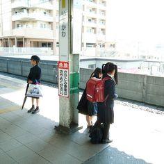 nipp0n:  kuroyuki:  boy & girls by plus45 on Flickr.  日本