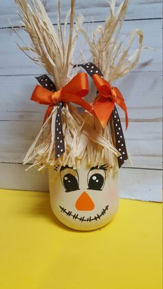 Complete your fall decor with these adorable scarecrow Mason Jars. Scarecrow are an A. Mason Jar Projects, Mason Jar Crafts, Bottle Crafts, Easy Fall Crafts, Thanksgiving Crafts, Holiday Crafts, Fall Mason Jars, Mason Jar Diy, Halloween Wood Crafts