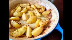 Is it the lemony tang, the crisp edges, the slathering of extra virgin olive oil or the ton of Greek oregano that makes these Greek lemon potatoes irresistib. Lemon Roasted Potatoes, Greek Lemon Potatoes, Lemon Soup, Roasted Meat, Potato Dishes, Potato Recipes, Citrus Recipes, Vegetarian Recipes, Cooking Recipes