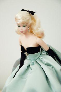 Silkstone Lisette - 2001.  Love this silkstone and her beautiful green dress
