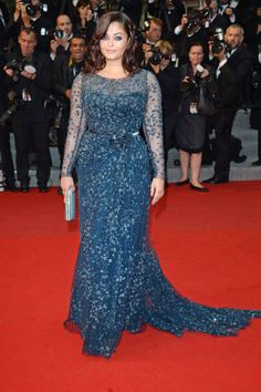 Aishwarya Rai in Elie Saab couture at the Cosmopolis premiere. Dress Brukat, Mom Dress, Lace Dress, Evening Gowns With Sleeves, Plus Size Evening Gown, Mother Of Bride Outfits, Mother Of The Bride Gown, Vestidos Plus Size, Plus Size Gowns