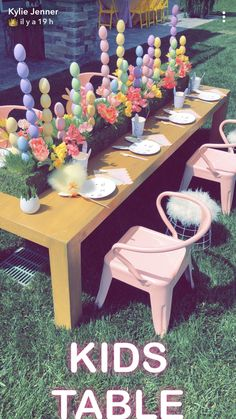 Serious talk: How stinking cute was Kylie Jenner's Easter party? I am finding so much adorable inspiration in everything the Kardashian-Jenner sisters were posting all day… Easter Birthday Party, Bunny Birthday, Summer Birthday, Kylie Jenner Baby, Jenner Kids, Easter Egg Designs, Easter Ideas, Easter Recipes, Diy Ostern