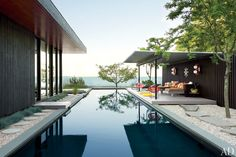 Jonathan Adler and Simon Doonan's Shelter Island Retreat : Celebrity Style : Architectural Digest Gray Organschi Architecture Jonathan Adler, Architectural Digest, Pavilion Architecture, Architecture Design, Shelter Island New York, Outdoor Spaces, Outdoor Living, Outdoor Decor, Piscina Spa