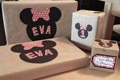 DIY Minnie Mouse Gift Wrap