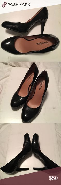 Neiman Marcus Black Patent Leather Pumps Super fabulous and elegant patent leather pumps, perfect for the office, a night out or pretty much anything. Wood finish on the heels give it a unique touch. Size 7, normal signs of wear, perfect condition 👍🏼 Neiman Marcus Shoes Heels