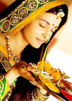 Aishwarya Rai dese colors dese jewellery..jst love it