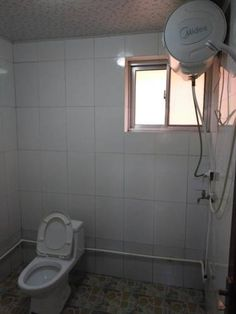 Beidaihe Cai Zhengqing Family Inn Beidaihe Featuring free WiFi throughout the property, Beidaihe Cai Zhengqing Family Inn offers pet-friendly accommodation in Qinhuangdao.  Every room at this homestay is air conditioned and is equipped with a flat-screen TV with cable channels.