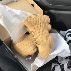 Different Types Of Sneakers Zapatillas Nike Basketball, Zapatillas Nike Jordan, Jordan Shoes Girls, Air Jordan Shoes, Girls Shoes, Cute Sneakers, Shoes Sneakers, Zapatillas Louis Vuitton, Nike Air Shoes