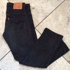 Levis 514 straight fit jeans size 31/30 The classic straight fit. 514™ Straight Fit Jeans sit low on the waist and are generous through the seat and thigh with a straight leg. Best for athletic to medium builds. Levi's Jeans Boyfriend