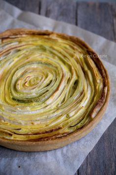Salé - Quiche aux poireaux (pâte brisée sans beurre). Ingrédients : 250 g de farine- 50 g d'eau tiède- sel- 2 oeufs- 3 ou 4 blancs de poireaux (selon taille)- 100 ml de lait. Recette sur le site.
