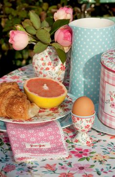 Breakfast at GreenGate's with Stoneware Spot Blue and Sophia