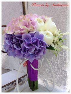 Buchet de mireasa realizat din hortensia, bujori si trandafiri