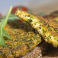 Ovesné placičky s brokolicí recept - Vareni.cz Good Food, Yummy Food, Tandoori Chicken, Salmon Burgers, Food And Drink, Lunch, Homemade, Meals, Ethnic Recipes