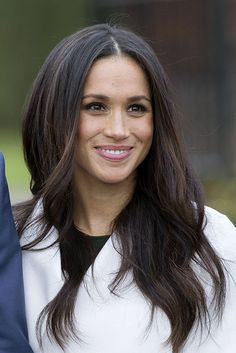 Meghan Markle's engagement make-up look! wedding and engagement hairstyles 2019 wedding and engagement hairstyles meghan-markle-engagement-make-up wedding and engagement hairstyles 2019 Oval Face Hairstyles, Haircuts For Long Hair, Long Hair Cuts, Straight Hairstyles, Cool Hairstyles, Shaved Hairstyles, Haircuts For Oval Faces, 1920s Hairstyles, Short Hair