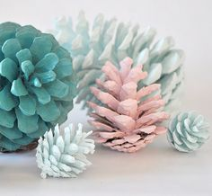 DIY Crafts: Beautiful Painted Pinecones