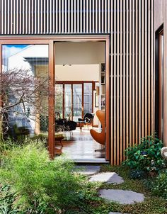 Landscape design by Kate Seddon in Melbourne house by Steffen Welsch Architects. Modern Landscape Design, Landscape Plans, Garden Landscape Design, Landscape Edging, Tropical Landscaping, Modern Landscaping, Backyard Landscaping, Landscaping Design, Tropical Backyard