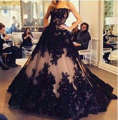 Black Lace Luxury Evening Dresses A-Line Strapless Backless Sweep Train Tulle Formal Party Dresses Gowns