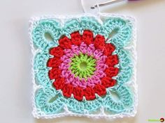 Would you believe us this amazing Crochet Granny Square Blanket is a perfect project for beginners? Vibrant colors are so beautiful. Crochet Square Pattern, Crochet Motifs, Crochet Blocks, Square Patterns, Crochet Afghans, Crochet Squares, Crochet Stitches, Crochet Diy, Crochet Motif