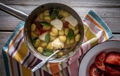 Νιόκι πατάτας με φρέσκια μοτσαρέλλα και ψητή τομάτα Meat, Chicken, Cooking, Food, Kitchen, Kochen, Meals, Yemek, Brewing