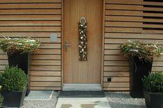 Dekoration zu Ostern Garage Doors, Outdoor Decor, Home Decor, Easter Activities, Dekoration, Decoration Home, Room Decor, Home Interior Design, Carriage Doors