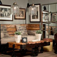 Salon au style industriel inspiré par le mobilier en palette