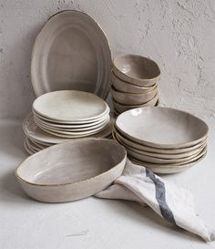 Discover recipes, home ideas, style inspiration and other ideas to try. Ceramic Tableware, Ceramic Pottery, Ceramic Art, Kitchenware, Ceramic Dinner Set, Keramik Design, Dinner Sets, Dinnerware Sets, Decoration Table