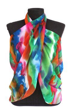 Já pensou um lenço que você poderá usar também como canga, como colete, como echarpe.....enfim....de inúmeras maneiras e da forma que você quiser???????? <br>De efeito maravilhoso, esta peça é exclusiva e diferenciada! <br>Em georgete de seda pura, pintada a mão.