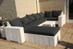 Foto: leuke loungeset, als je de tafel even hoog als de bank maakt heb je gelijk een ligbed. Geplaatst door Erna11b op Welke.nl