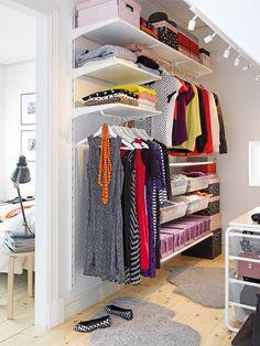 Ikea ALGOT storage system - open walk in wardrobe Master Closet, Closet Bedroom, Closet Space, Home Bedroom, Bedroom Furniture, Ikea Furniture, Closet Nook, Modern Furniture, Playroom Closet