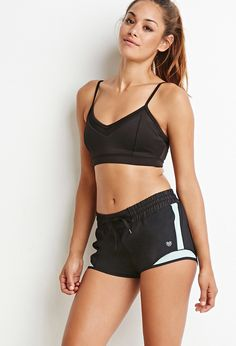 Look and feel your best in Forever 21 activewear and workout clothes for women! Get fit in our sports bras, leggings, shorts, crop tops & more. Shorts Forever 21, Running Shorts Outfit, Looks Academia, Kylie, Short Outfits, Gym Outfits, Workout Outfits, Workout Shorts, Sport Fashion