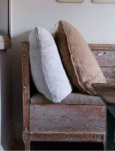 via Mäster Henrik Swedish Style, Swedish Design, Arched Interior Doors, Elle Decor, French Antiques, Living Spaces, Furniture Design, Pillows, Blogg