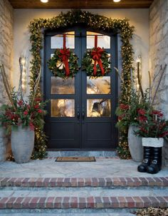 32 Amazing Christmas Porch Decorating Ideas to Make Your Outdoor More Beautiful - If you really want to bring people into the Christmas spirit when they come to your home during the holidays, here are several Christmas door decorati. Front Door Christmas Decorations, Christmas Front Doors, Christmas Porch, Farmhouse Christmas Decor, Front Door Decor, Christmas Lights, Outdoor Decorations, Front Porch Ideas For Christmas, Outdoor Entryway Decor