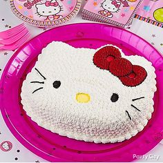 We <3 this sweet Hello Kitty cake decorated with piped icing! Click for the how-to in our girls' birthday cake ideas gallery!