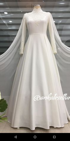 Hijab Bag Modelle 2020 Hijab Badeshorts Modelle 2020 - New Ideas Muslim Wedding Gown, Muslimah Wedding Dress, Muslim Wedding Dresses, Elegant Wedding Dress, White Wedding Dresses, Wedding Attire, Bridal Dresses, Wedding Hijab Styles, Hijab Evening Dress