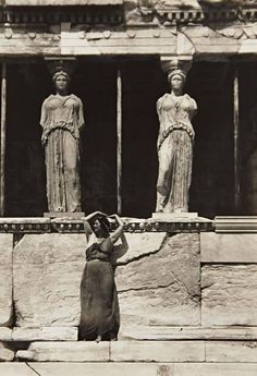 drrestless: Isadora Duncan strived to represent the Glory that was Classical Greece in her dance seen here at the Parthenon, Athens, 1920 by Edward Steichen Edward Steichen, Isadora Duncan, Vintage Photography, Art Photography, Greece Photography, Lawrence Alma Tadema, Greek Culture, Alfred Stieglitz, Modern Dance