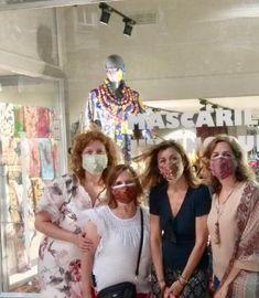 Amigas de Julunggul con nuestras mascarillas en la tienda de Zaragoza. www.julunggul.com