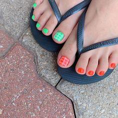 ไอเดียเพ้นท์เล็บเท้าสดใส ดูเซ็กซี่ขี้เล่นแบบสาวเกาหลี IG ddowa_nail Pedicure Colors, Toe Nails, Nail Polish, Nail Art, Outfit, Design, Women, Fashion, Nail Manicure