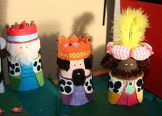3 kings- oh feathers here! Christmas Nativity Scene, A Christmas Story, Christmas Deco, Preschool Projects, Activities For Kids, Nativity Stable, Crafts From Recycled Materials, Catholic Crafts, Cardboard Toys