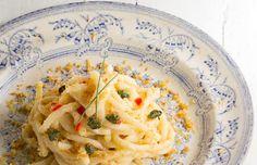 PASTA CON CAVOLFIORE, CAPPERI E BRICIOLE CROCCANTI - Cucina Mancina - Le ricette mancine