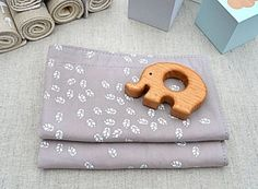 Set of 2 Organic Cotton/Linen Burp Cloths by bluebrontide on Etsy