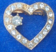 Gold colored metal Rhinestone Heart Brooch Pin missing stone NR #Unbranded