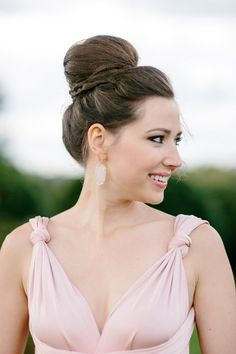 Most Simple Ideas Can Change Your Life: Asymmetrical Hairstyles Extreme slick bun hairstyles.Wedge Hairstyles Face Shapes boho hairstyles step by step.Women Hairstyles Over 60 Suits. Wedge Hairstyles, Fringe Hairstyles, Hairstyles For Round Faces, Feathered Hairstyles, Pixie Hairstyles, Hairstyles With Bangs, Updo Hairstyle, Bouffant Hairstyles, Asian Hairstyles