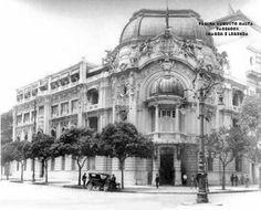 Extinta sede do Jockey Club, demolida no início da década de 1970 Av. Rio Branco esquina com Av. Almirante Barroso - Centro  Início da década de 1920 Fotografia de Augusto Malta