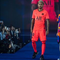 (notitle) - Neymar and other celebs I like - Football Paris Saint Germain Fc, Neymar Brazil, Soccer Stars, Neymar Jr, Psg, Messi, Gorgeous Men, Mens Fashion, Sports