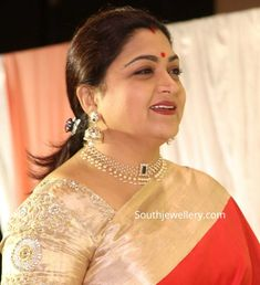 Khushbu Sundar in pearl choker and diamond jhumkas photo Pearl Necklace Designs, Jewelry Design Earrings, Diamond Jhumkas, Pearl Jhumkas, Indian Jewellery Design, Gold Jewellery, Jewelery, Gold Jewelry Simple, Pearl Choker