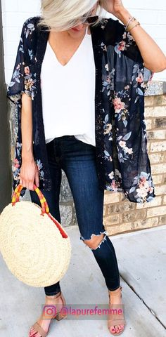 "woman wearing blue floral cardigan while holding round beige ba. - outfits , woman wearing blue floral cardigan while holding round beige bag. Pic by Loverly Grey Source by "" , "" Mode Outfits, Casual Outfits, Floral Outfits, Outfits With Kimonos, Girl Outfits, Dress Outfits, Dress Shoes, Mode Kimono, Kimono Jacket"