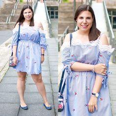 My dress is more blue... Next to you! ❤ - Temporada: Primavera-Verano - Tags: mimalditadulzura, fashionblogger, look, outfit, ootd, dress - Descripción: Un vestido de rayas y bordado con hombros al aire que no me puede gustar más :) #FashionOlé