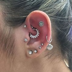 20 Daith Piercing Ideas For 2019 Thinking about getting a daith ear piercing? We've collated 20 inspirational images that will have you booking your appointment ASAP. cute daith ear piercing iDid your daith piercing hThe daith piercing is a Bijoux Piercing Septum, Daith Ear Piercing, Piercing Face, Ear Peircings, Cute Ear Piercings, Multiple Ear Piercings, Body Piercings, Piercing Tattoo, Tragus Stud